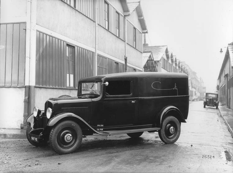 Figure 76 : Fourgon de livraison Renault 8 cv de 1933 © Renault communication / PHOTOGRAPHE INCONNU (PHOTOGRAPHER UNKNOWN) DROITS RESERVES