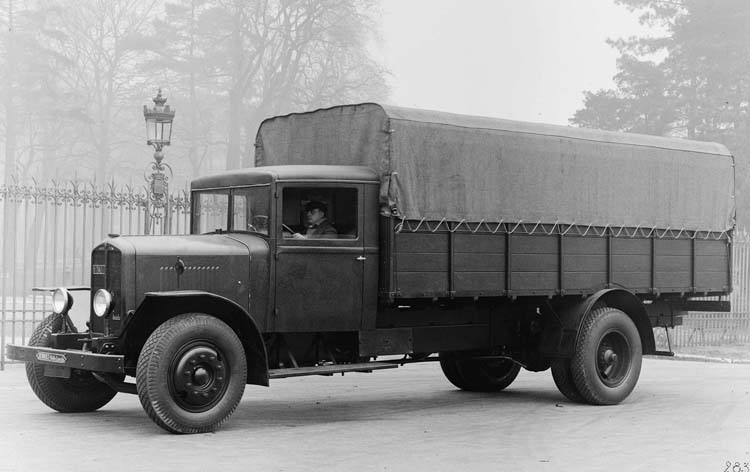 Figure 79 : Camion Renault type UDD 25 cv 7.5 tonnes 1933 © Renault communication / PHOTOGRAPHE INCONNU (PHOTOGRAPHER UNKNOWN) DROITS RESERVES
