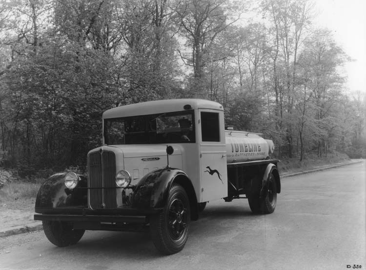 Figure 86 : Camion Renault type YFAE long 70 cv 4.5 tonnes 1934 © Renault communication / PHOTOGRAPHE INCONNU (PHOTOGRAPHER UNKNOWN) DROITS RESERVES