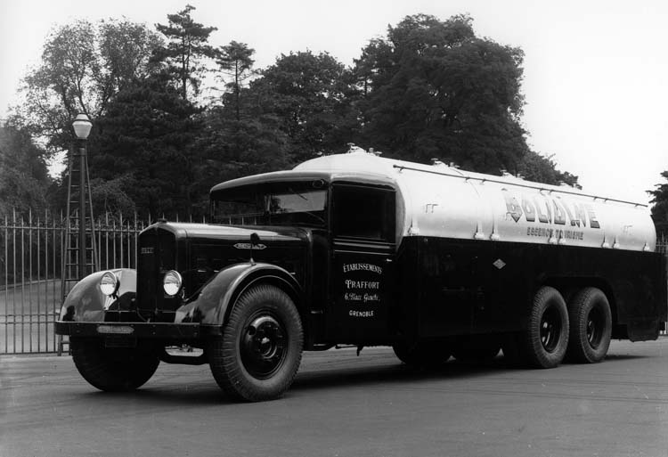 Figure 89 : Camion Renault type ZF6DC 130 cv 18 tonnes 1934 © Renault communication / PHOTOGRAPHE INCONNU (PHOTOGRAPHER UNKNOWN) DROITS RESERVES