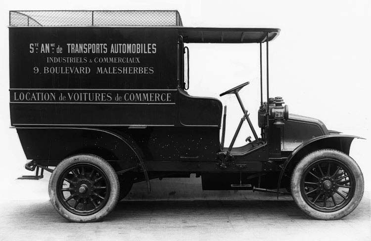 Figure 9 Voiture livraison 10 Hp en 1908 © Renault communication / PHOTOGRAPHE INCONNU (PHOTOGRAPHER UNKNOWN) DROITS RESERVES