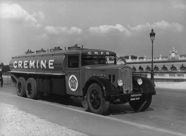 Figure 90 : Camion Renault type ZF6DC 130 cv 18 tonnes 1934 © Renault communication / PHOTOGRAPHE INCONNU (PHOTOGRAPHER UNKNOWN) DROITS RESERVES