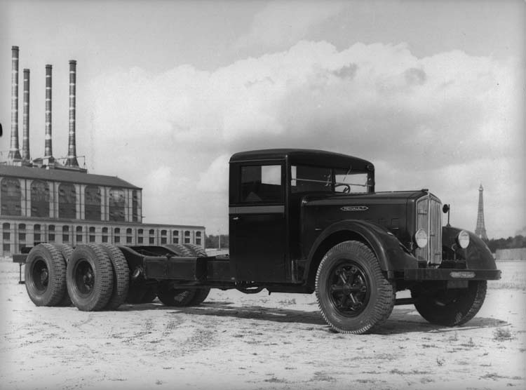Figure 91 : Camion Renault type VTD6 130 cv 18 tonnes 1934 © Renault communication / PHOTOGRAPHE INCONNU (PHOTOGRAPHER UNKNOWN) DROITS RESERVES