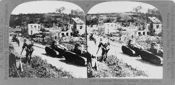 Famous French Renault tanks going through Vaux © Library of Congress - Washington DC