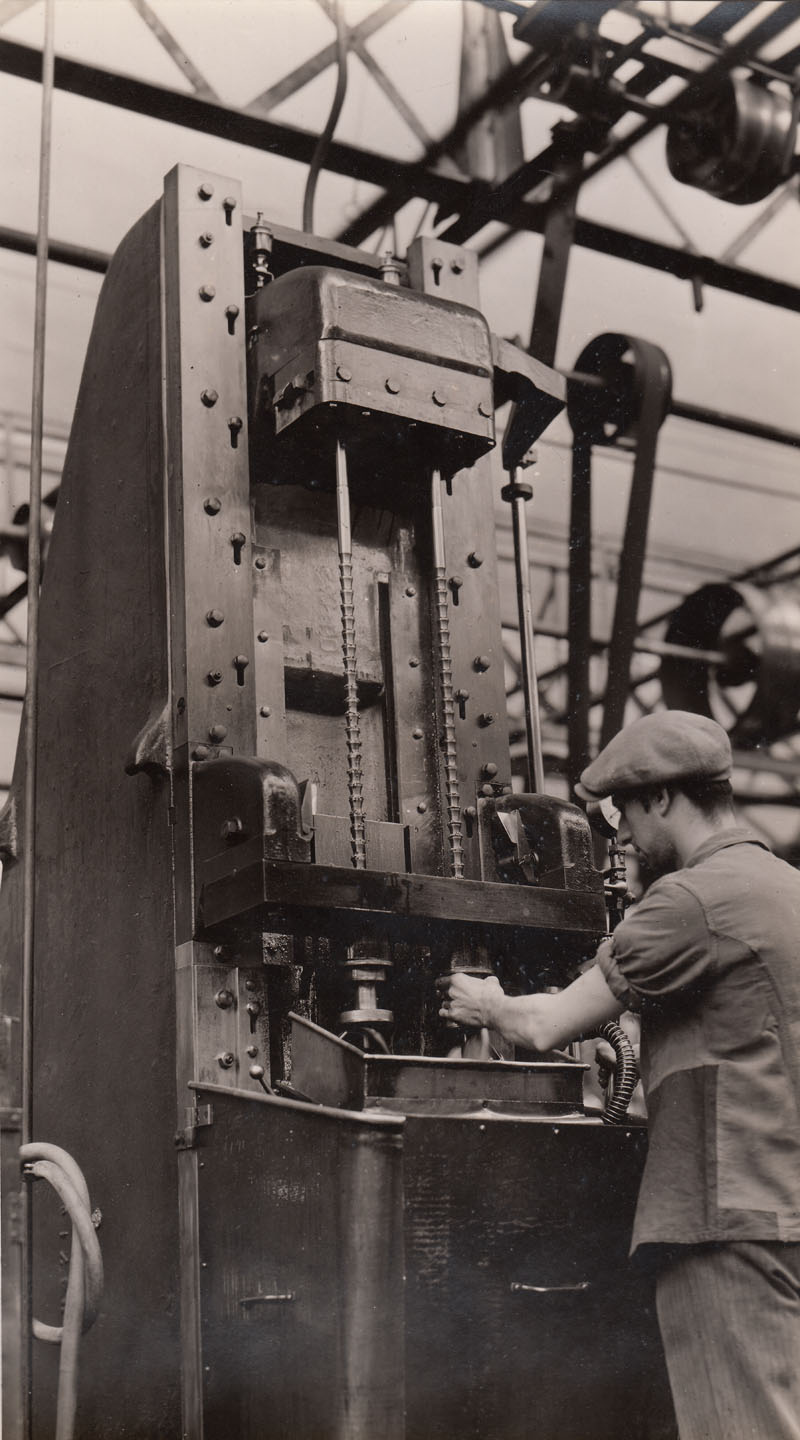 Broaching machine © Archives privées Guillelmon - Tous droits réservés