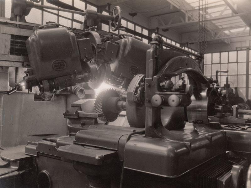Gear grinding © Archives privées Guillelmon - Tous droits réservés