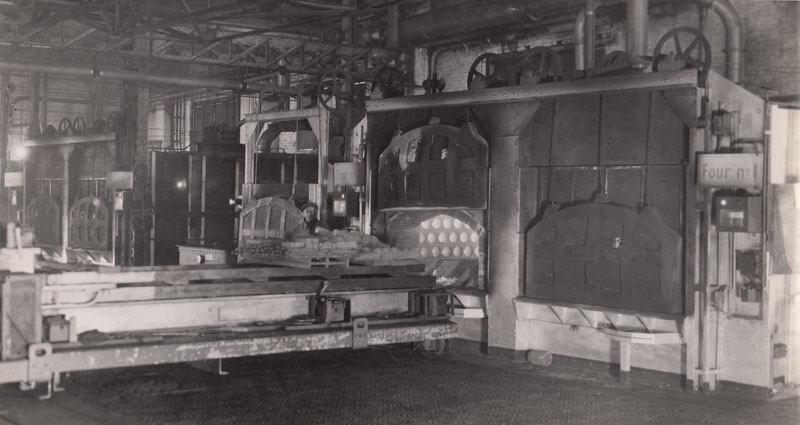 Heat treating - furnaces & loading devices © Archives privées Guillelmon - Tous droits réservés