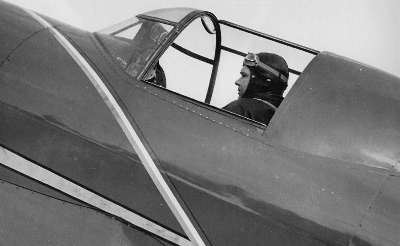 Le capitaine Rossi à bord de son Caudron C.640 Typhon © Archives privées Guillelmon - Tous droits réservés