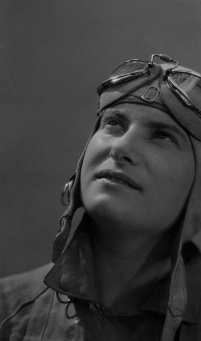 Hélène Boucher vers 1934 © SHGR/APR