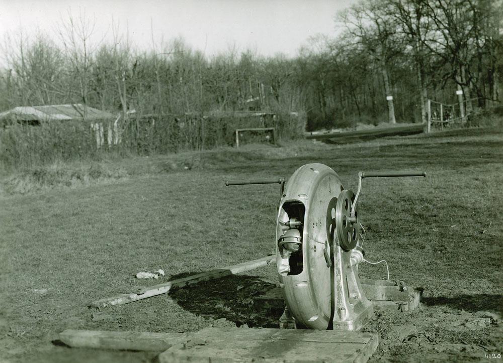 Lance-bombe à force centrifuge portée 300 mètres - 1915 © APR Droits réservés