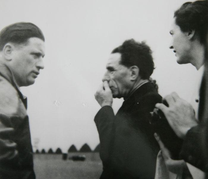 De gauche à droite, Raymond Delmotte, Louis et Christiane Renault © SHGR/APR