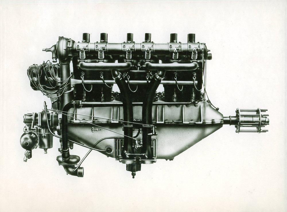 Moteur d'aviation 300 cv 12 cylindres avec épurateur d'huile © APR Droits réservés