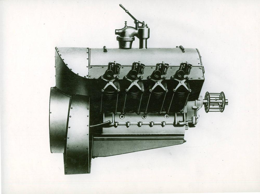 Moteur d'aviation 70 cv 8 cylindres démultipliés © APR Droits réservés