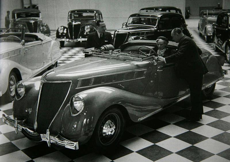 Cabriolet Nerva Grand Sport ABM7 et toute la gamme au hall d'exposition Renault des Champs Elysées © Renault