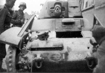 char R-35 saisi par les Allemands charsfrancais.net