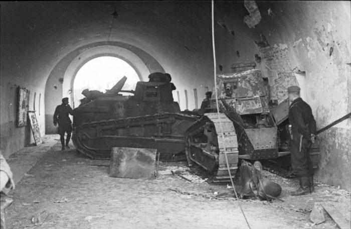 Chars Renault FT-17 utilisés en Pologne par la Wehrmacht ; ces chars appartenaient probablement à l'armée polonaise avant septembre 1939 © Bundesarchiv