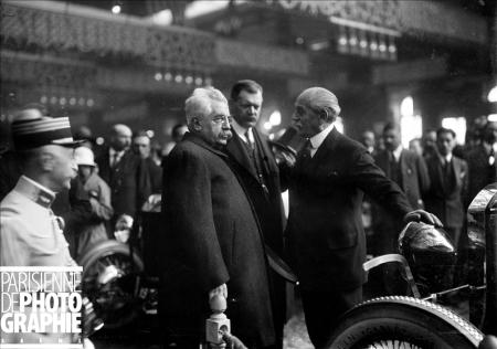 Alexandre Millerand (1859-1943), président de la République française, au stand Renault du Salon de l'automobile de Paris. 1923. BRA-114116 bis © Maurice Branger / Roger-Viollet/Paris en Images