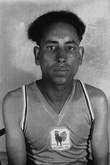 Boughéra El Ouafi, ajusteur décolleteur chez Renault, membre du COB et champion au Jeux olympiques d'été d'Amsterdam en 1928. Il sera tué à Paris lors d'un attentat du FLN © BNF