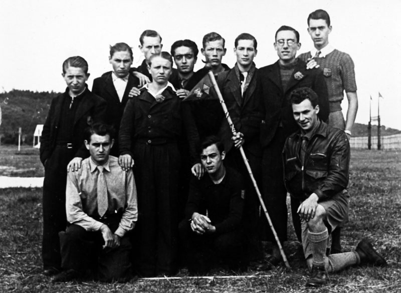 La colonie Renault de Saint-Pierre-lès-Nemours pendant l'Occupation allemande. Gaston Keledjian est au dernier rang,le troisième en partant de la gauche © Gaston Keledjian