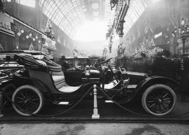 Salon de l'auto 1912, voiture Renault 12 chevaux : [photographie de presse] / [Agence Rol] © BNF