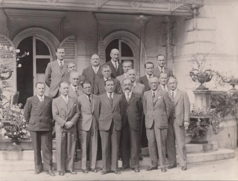 De droite à gauche, au premier rang : MM. Saivre, Serre, Gourdou et Grillot (années trente) © Jacqueline Serre - Tous droits réservés