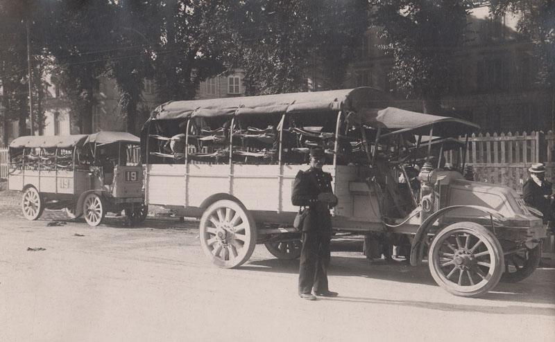 29 juin 1914, Versailles, concours de poids lourds [organisé sous le contrôle du ministère de la guerre, pesage des camions Renault] : [photographie de presse] / [Agence Rol] © BNF