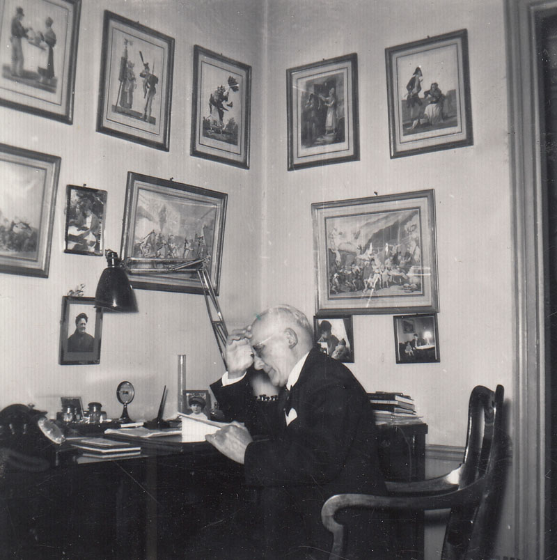 Charles-Edmond Serre chez lui, à son bureau © Jacqueline Serre - Tous droits réservés