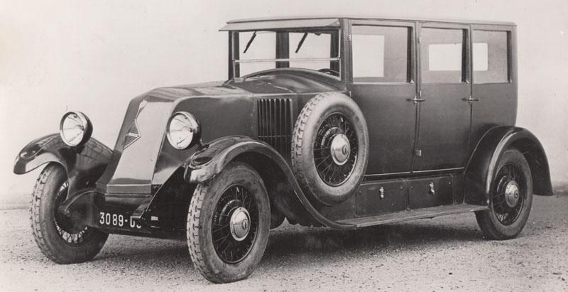 Conduite intérieure Renault 15 cv souple, certainement du type RA, 6 cylindres monobloc à culasse rapportée, de 1926. Observons avec Claude Le Maître, que le losange est apparu sur le haut de gamme l'année précédente © Jacqueline Serre - Tous droits réservés