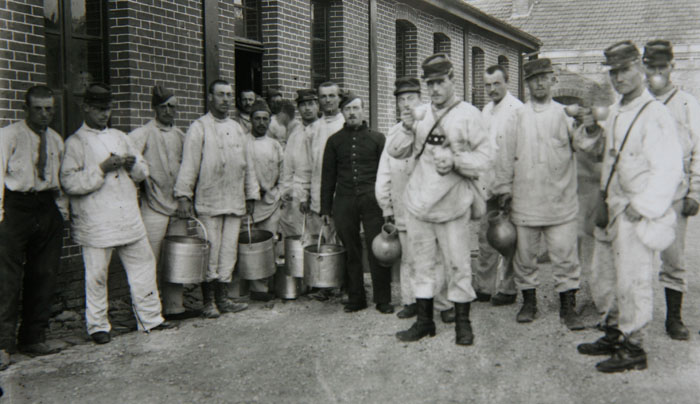 Hommes du régiment de Louis Renault, 1897-1898 © APR/Renault-Histoire