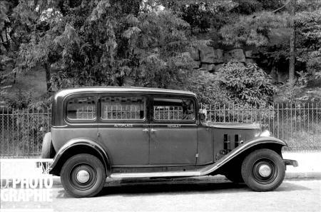 Taxi parisien G7 Renault, modèle de 1934 © Roger-Viollet/Paris en Images