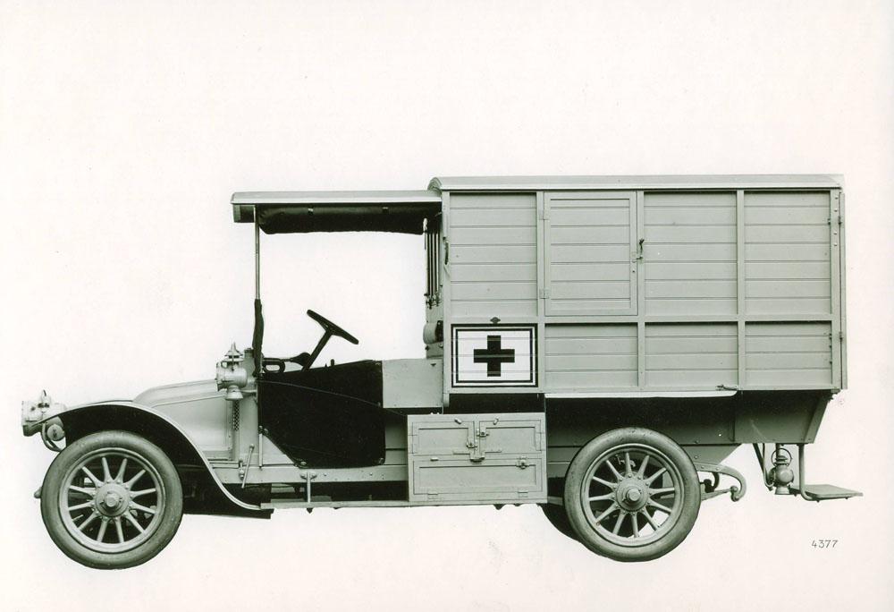 Voiture ambulance 12 cv © APR Droits réservés