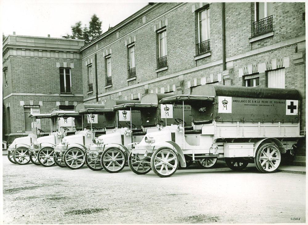 Voiture ambulance 16 cv type EP © APR Droits réservés