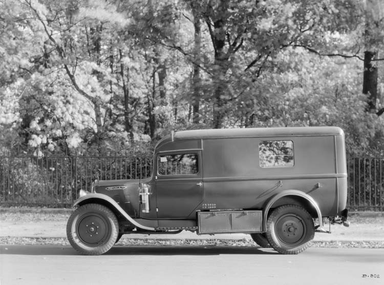 Fourgonnette Renault type OS 1935 © Renault communication / PHOTOGRAPHE INCONNU (PHOTOGRAPHER UNKNOWN) DROITS RESERVES