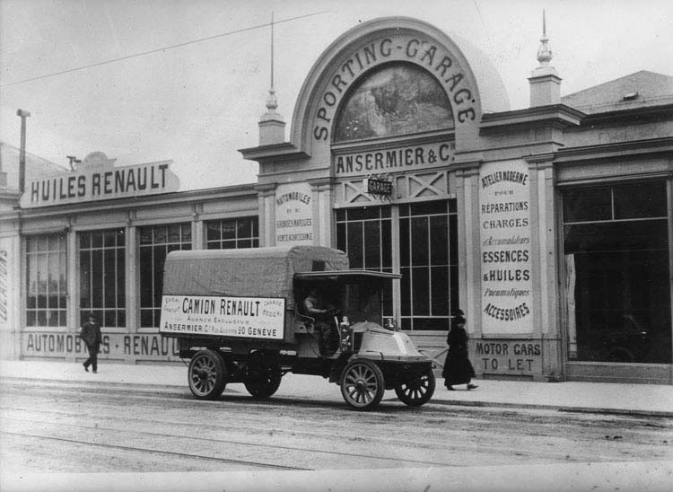 Garage  Renault Ansermier à Genève en 1910 © Renault communication / PHOTOGRAPHE INCONNU (PHOTOGRAPHER UNKNOWN) DROITS RESERVES