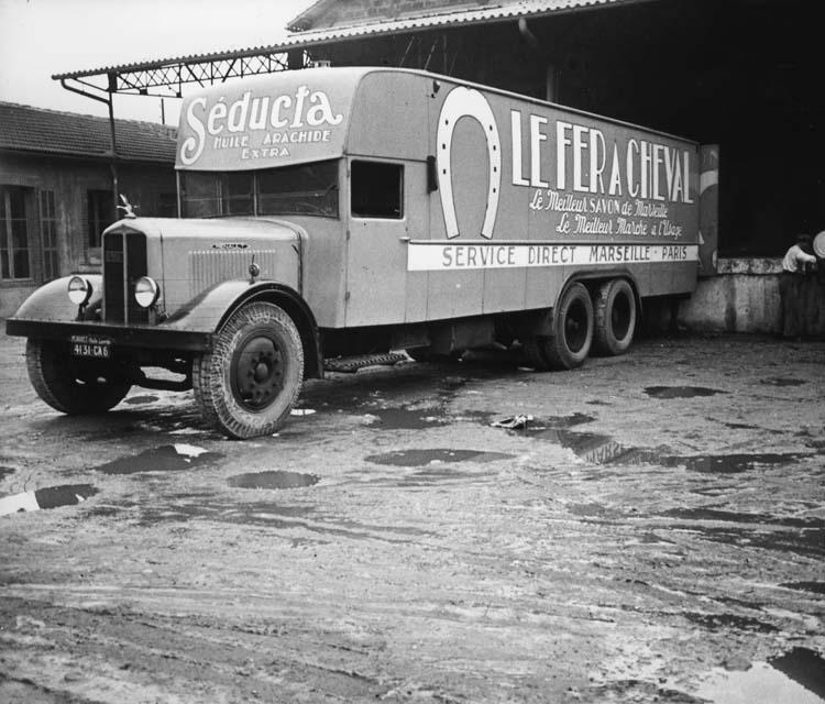 Fourgon Renault type ZFD 120 cv 15 tonnes 1935 © Renault communication / PHOTOGRAPHE INCONNU (PHOTOGRAPHER UNKNOWN) DROITS RESERVES