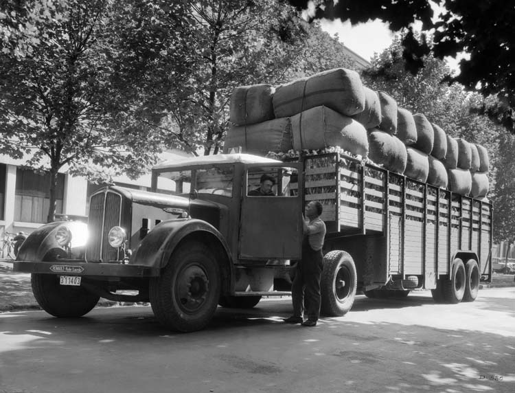 Camion tracteur Renault type TTD 130 cv 20 tonnes - 1935 © Renault communication / PHOTOGRAPHE INCONNU (PHOTOGRAPHER UNKNOWN) DROITS RESERVES