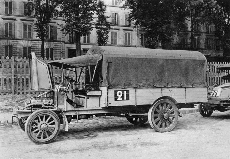 Concours militaire camion Renault CJ 16 Cv - 1911 © Renault communication / PHOTOGRAPHE INCONNU (PHOTOGRAPHER UNKNOWN) DROITS RESERVES
