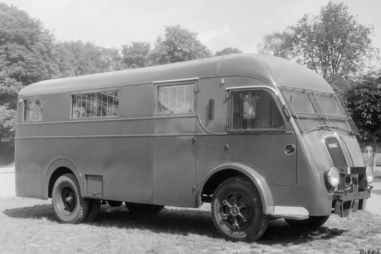 Fourgon Renault type AGR 65 cv 4.5 tonnes - 1937 © Renault communication / PHOTOGRAPHE INCONNU (PHOTOGRAPHER UNKNOWN) DROITS RESERVES