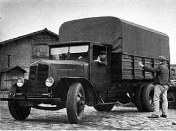 Camion Renault de type TL en 1930 © Renault communication / PHOTOGRAPHE INCONNU (PHOTOGRAPHER UNKNOWN) DROITS RESERVES