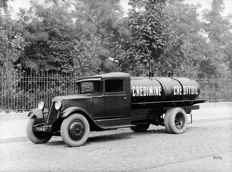 Camion Renault type SZ 15 cv en 1930 © Renault communication / PHOTOGRAPHE INCONNU (PHOTOGRAPHER UNKNOWN) DROITS RESERVES