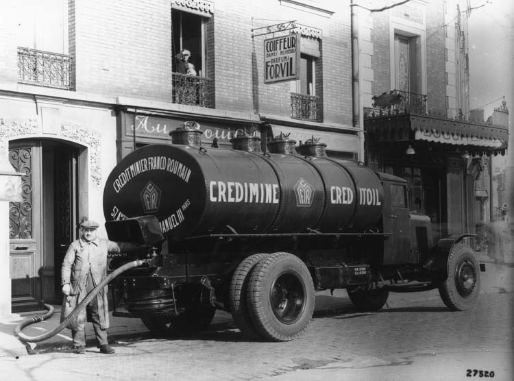 Camion Renault citerne type TI 25 cv 6.5 tonnes 1932 © Renault communication / PHOTOGRAPHE INCONNU (PHOTOGRAPHER UNKNOWN) DROITS RESERVES