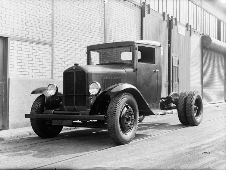 Tracteur Renault semi-remorque type SZ 1932 © Renault communication / PHOTOGRAPHE INCONNU (PHOTOGRAPHER UNKNOWN) DROITS RESERVES