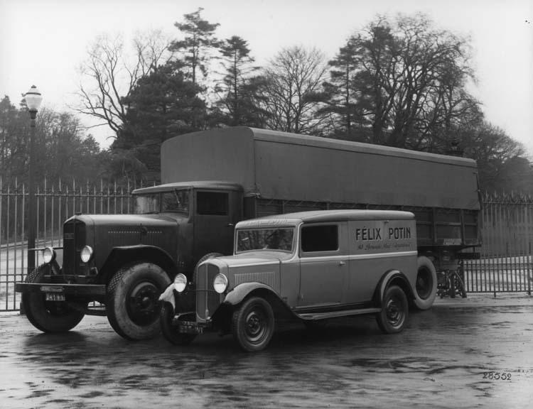 Fourgon de livraison Renault 40 cv type VTD et type 10 cv 1933 © Renault communication / PHOTOGRAPHE INCONNU (PHOTOGRAPHER UNKNOWN) DROITS RESERVES