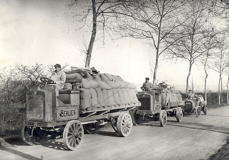 Berliet type L minotier 5, 3 et 1.5 tonnes lors de la course de côte de Limonest le 25 avril 1908 © Fondation Berliet Lyon Droits réservés