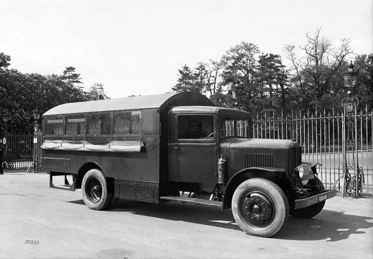 Camion Renault type TI 4AB 25 cv 5.5 tonnes aménagé en atelier 1933 © Renault communication / PHOTOGRAPHE INCONNU (PHOTOGRAPHER UNKNOWN) DROITS RESERVES