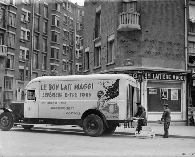 Camion Renault laitier type TI 85 cv 6.5 tonnes 1934 © Renault communication / PHOTOGRAPHE INCONNU (PHOTOGRAPHER UNKNOWN) DROITS RESERVES