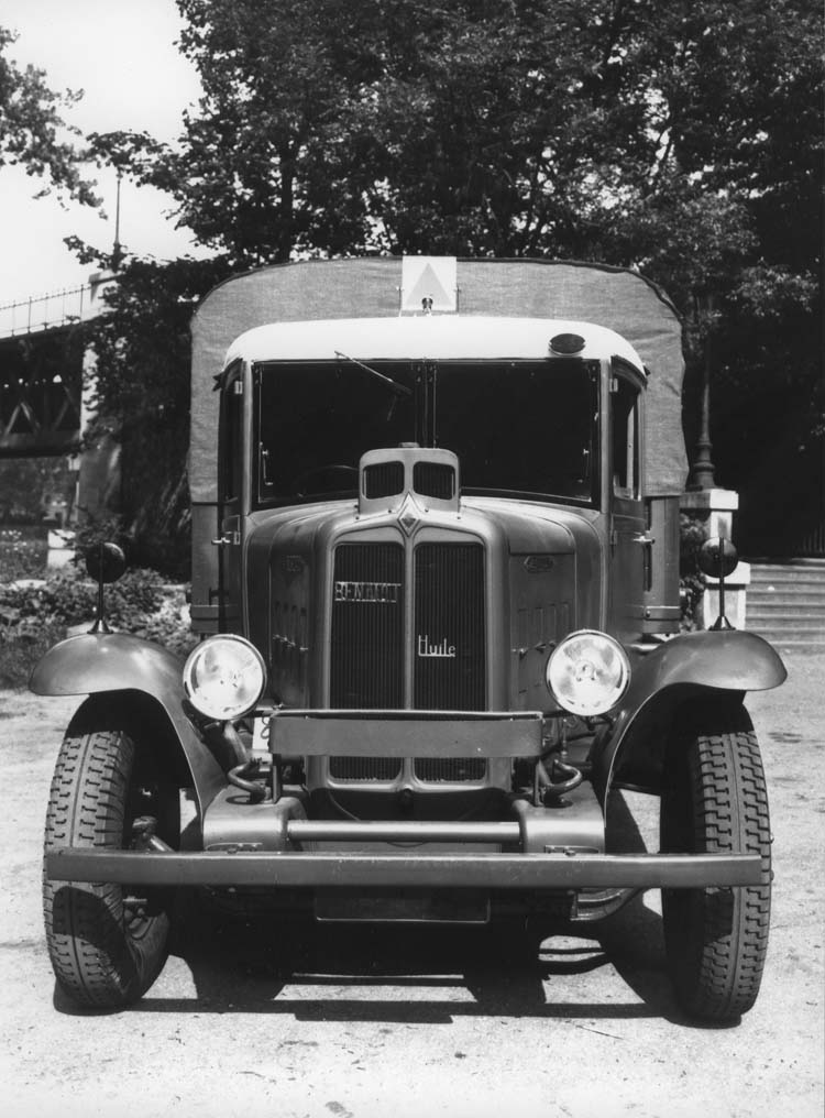 Camion militaire Renault type TF 70 cv 1934 © Renault communication / PHOTOGRAPHE INCONNU (PHOTOGRAPHER UNKNOWN) DROITS RESERVES